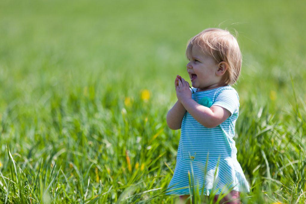 alt=2歳位の小さな女の子